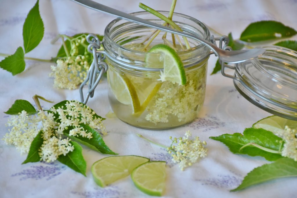 Gelée des fées aux fleurs de sureau et à l'agar-agar